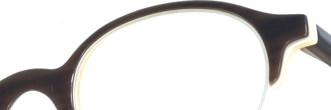 Klassische Hornbrillen bei Schulze-Gunst